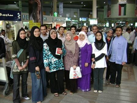 Hantar Pakcik Amran(keempat dari kanan belakang) n Makcik Liza (ketiga dari kiri depan)