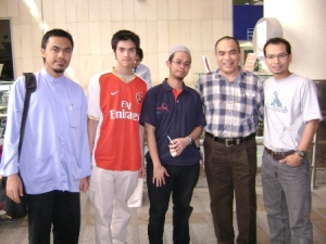 Dari kiri gambar : Aku, Ikhwan, Abdussalam, Pakcik Amran dan abg Yunos
